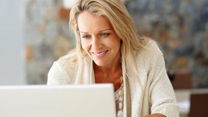 skrive en dating profil for en kvinne Ashley dating tjeneste